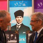 Atatürk'ün Yanı Başında